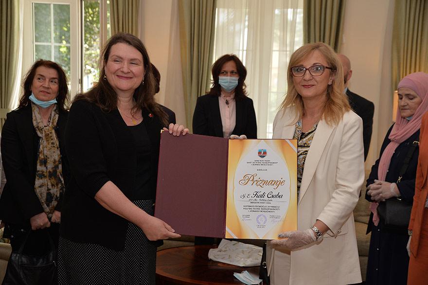 Ambassador-Csaba-certificate-gender-equalty-Ambasadorka-Kanade-Keti-Čaba-1