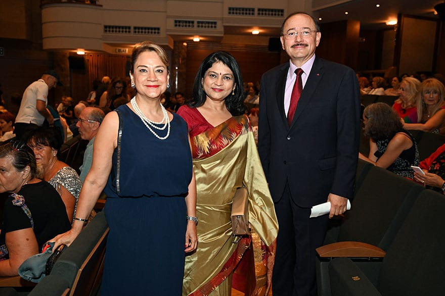 Embassy-of-India-hosts-dance-performance-honoring-the-life-of-Gandhi-4