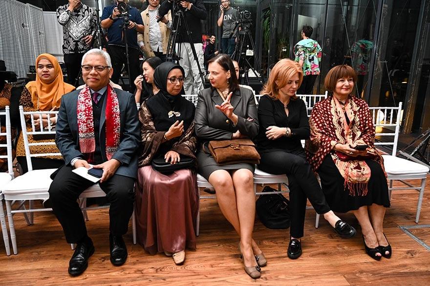 Embassy-of-Indonesia-Host-Batik-Fashion-Show-2019-9