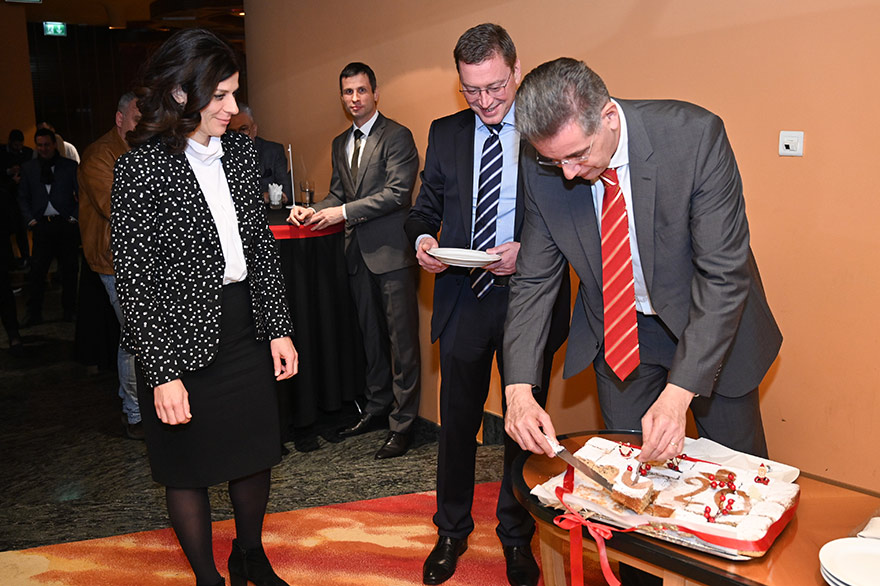 Traditional-Vasilopita-Cutting-Ceremony-6