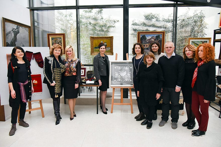 Australian Minister Visits Exhibition of Serbian Handicrafts