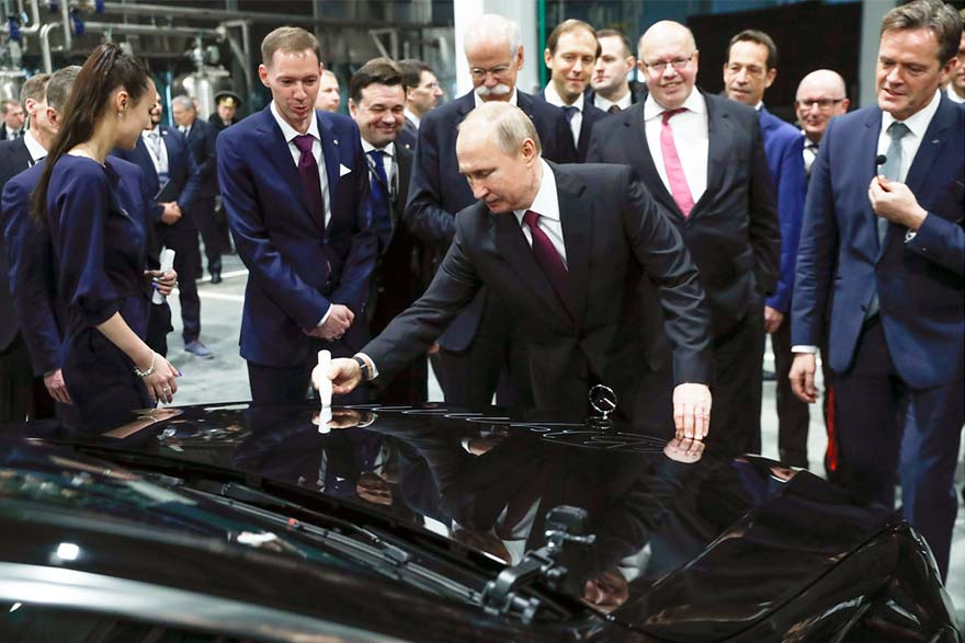 Putin opens Mercedes-Benz plant in Russia