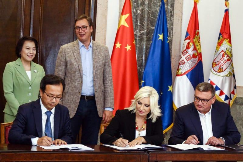 Zorana Mihajlovic, Aleksandar Vucic and Ambassador of China to Serbia Bo Chen