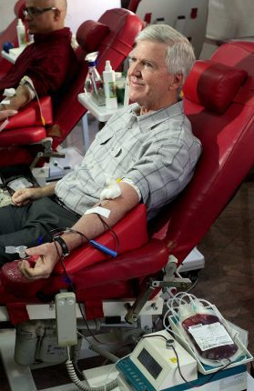 Kyle Scott donates blood 2019