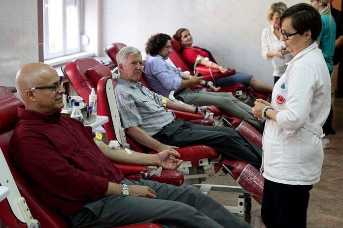 US Ambassador Kyle Scott donates blood for Serbian citizens 2019