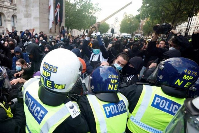 UK Protesters Tear Down Slave Trader Statue