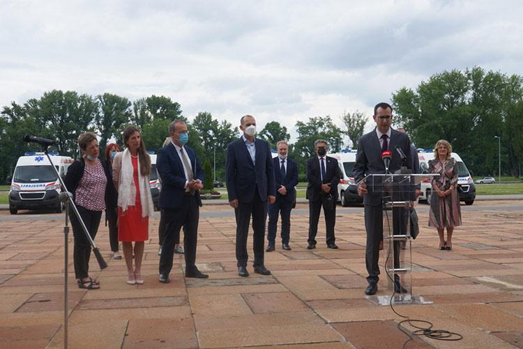 Sjedinjene države donirale 6 novih ambulantnih vozila za zdravstvene ustanove u Srbiji